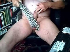 Metal chain for the cock