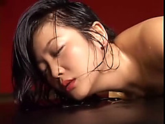 Chubby Japanese babe enjoys Japanese torture game